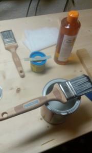 Wasserbasierte Lasur, Holzöl, Werkzeuge.